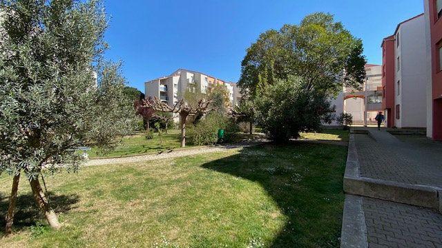 Appartement à louer 4 84m2 à Perpignan vignette-1