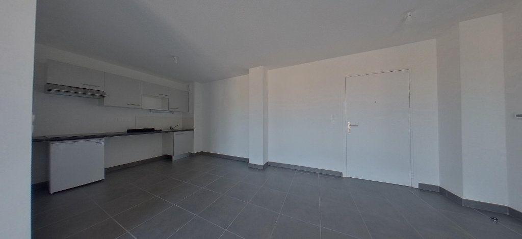 Appartement à louer 3 58.56m2 à Perpignan vignette-2