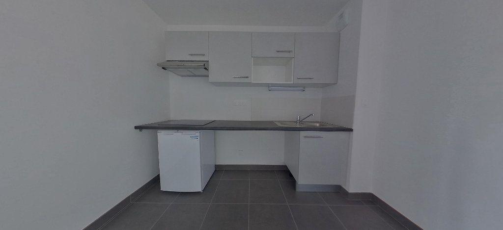 Appartement à louer 3 58.56m2 à Perpignan vignette-3