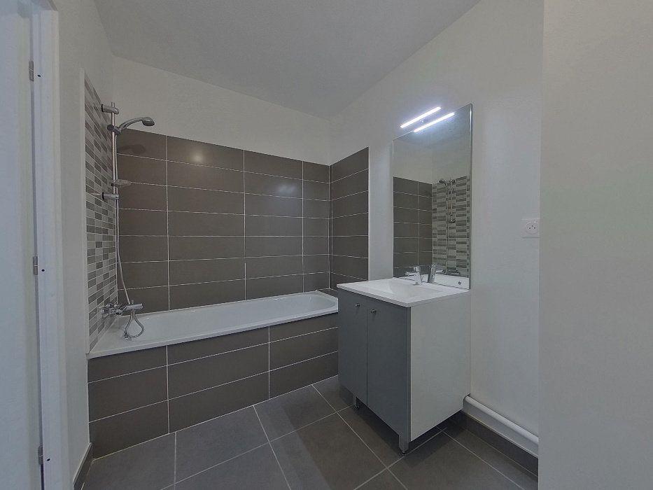 Appartement à louer 3 58.56m2 à Perpignan vignette-7