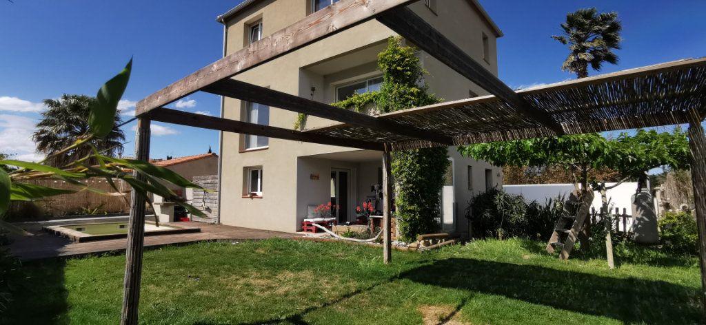 Maison à vendre 5 150m2 à Sainte-Marie vignette-1