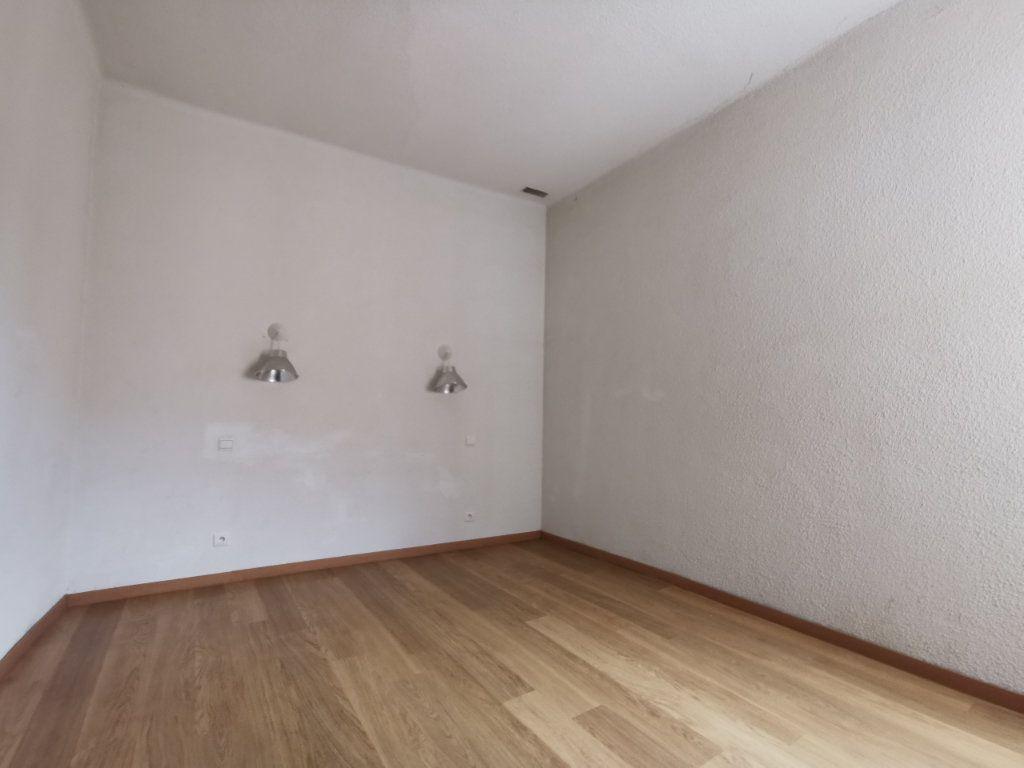 Appartement à vendre 3 50m2 à Elne vignette-3