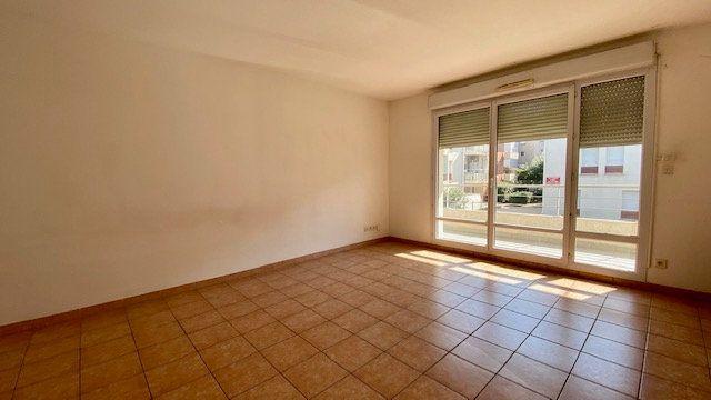 Appartement à louer 3 63m2 à Perpignan vignette-2