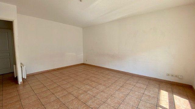 Appartement à louer 3 63m2 à Perpignan vignette-3
