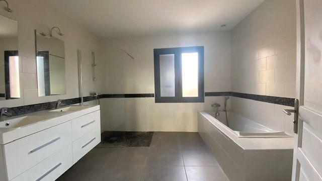 Maison à louer 4 124m2 à Canet-en-Roussillon vignette-8