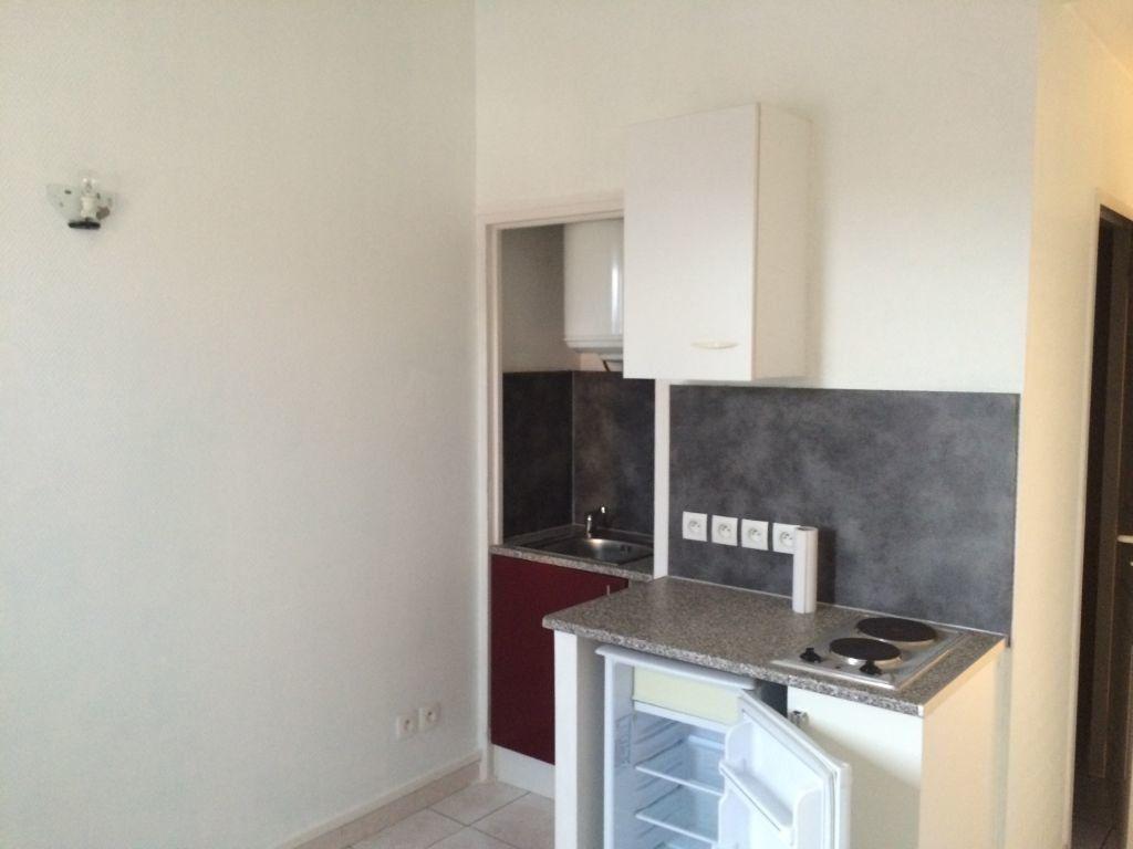 Appartement à louer 1 16m2 à Perpignan vignette-2