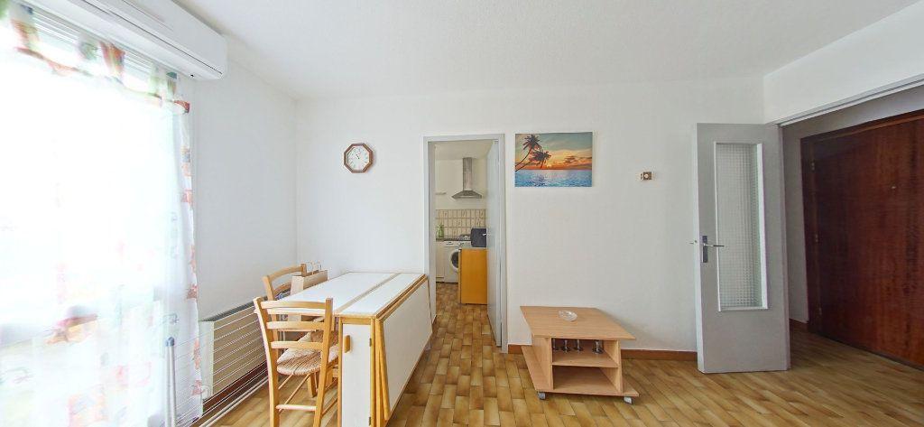 Appartement à louer 1 28m2 à Perpignan vignette-1