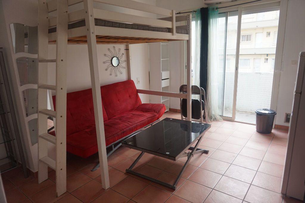 Appartement à louer 1 20m2 à Canet-en-Roussillon vignette-1