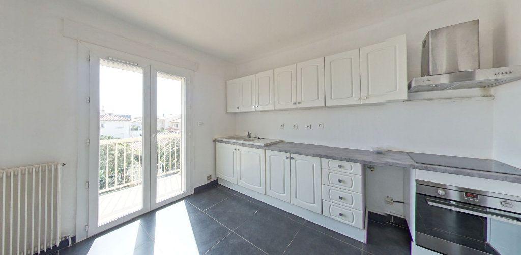 Appartement à louer 4 111.56m2 à Perpignan vignette-1