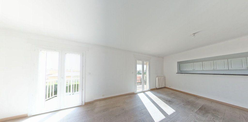 Appartement à louer 4 111.56m2 à Perpignan vignette-2