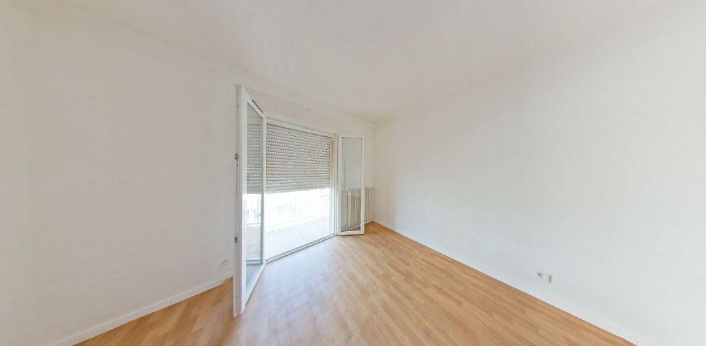 Appartement à louer 4 111.56m2 à Perpignan vignette-4