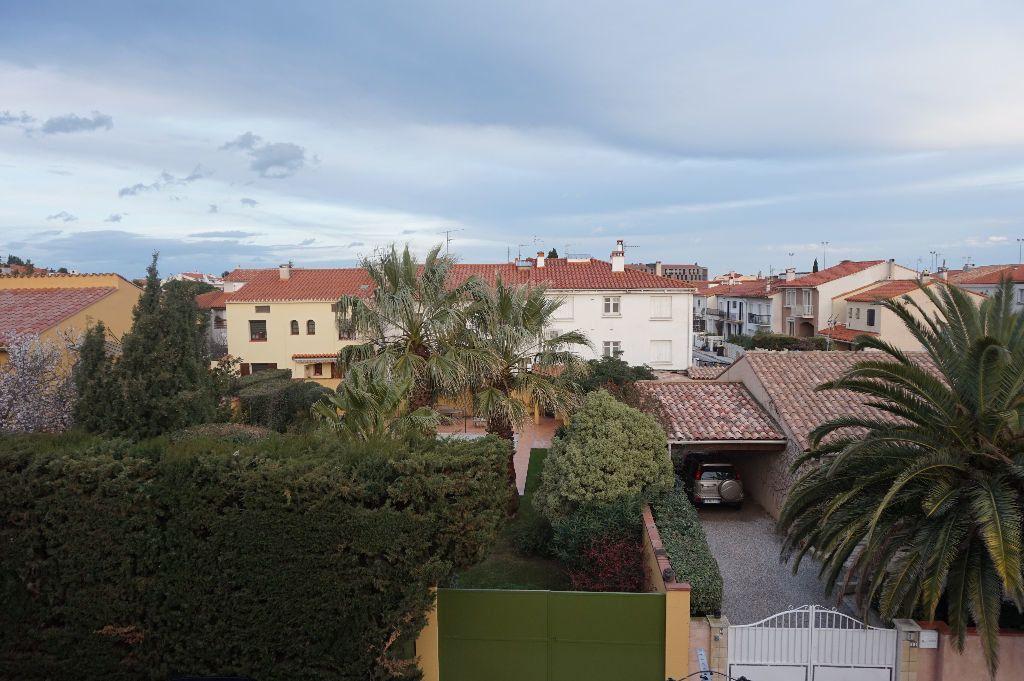 Appartement à louer 4 111.56m2 à Perpignan vignette-6