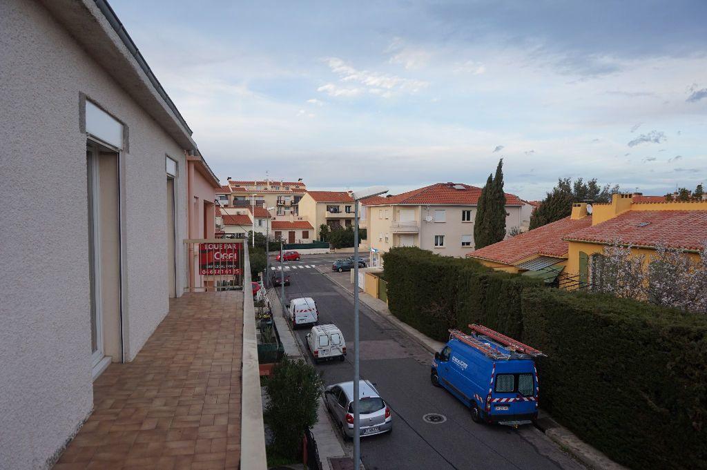 Appartement à louer 4 111.56m2 à Perpignan vignette-7