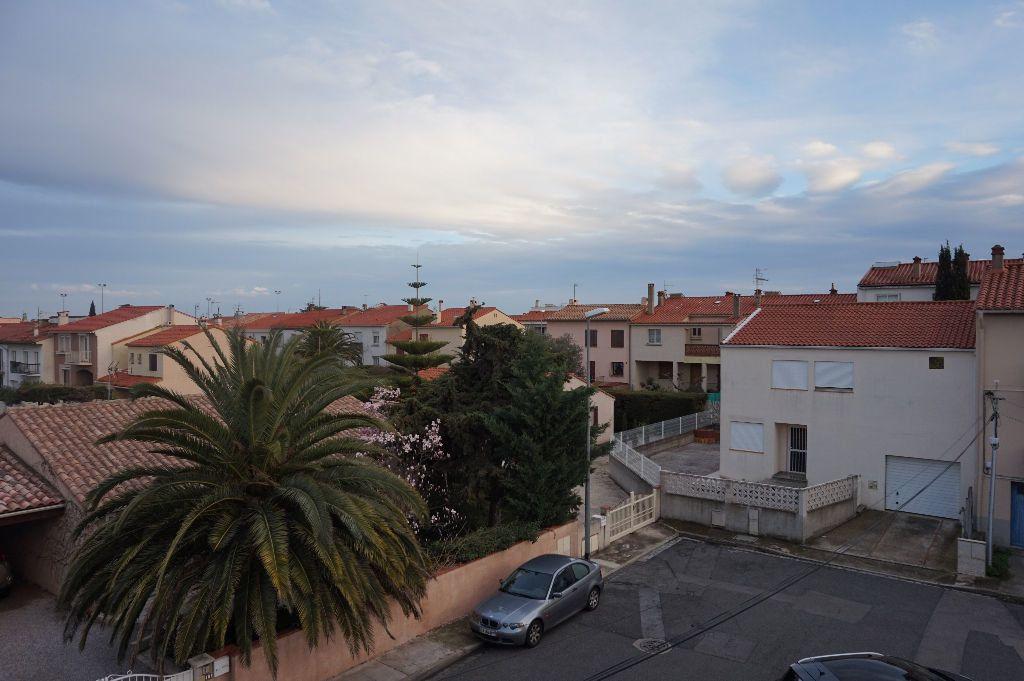 Appartement à louer 4 111.56m2 à Perpignan vignette-8