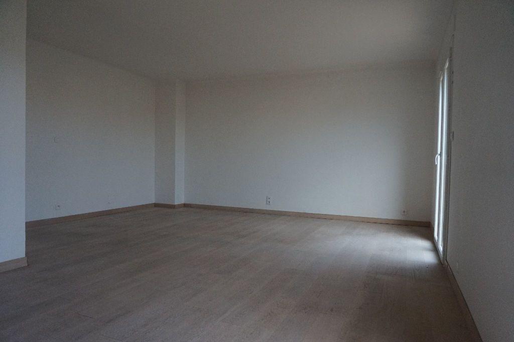 Appartement à louer 4 111.56m2 à Perpignan vignette-9
