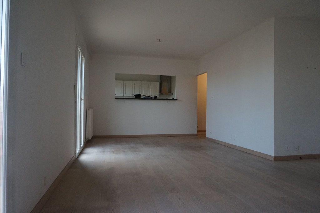 Appartement à louer 4 111.56m2 à Perpignan vignette-11