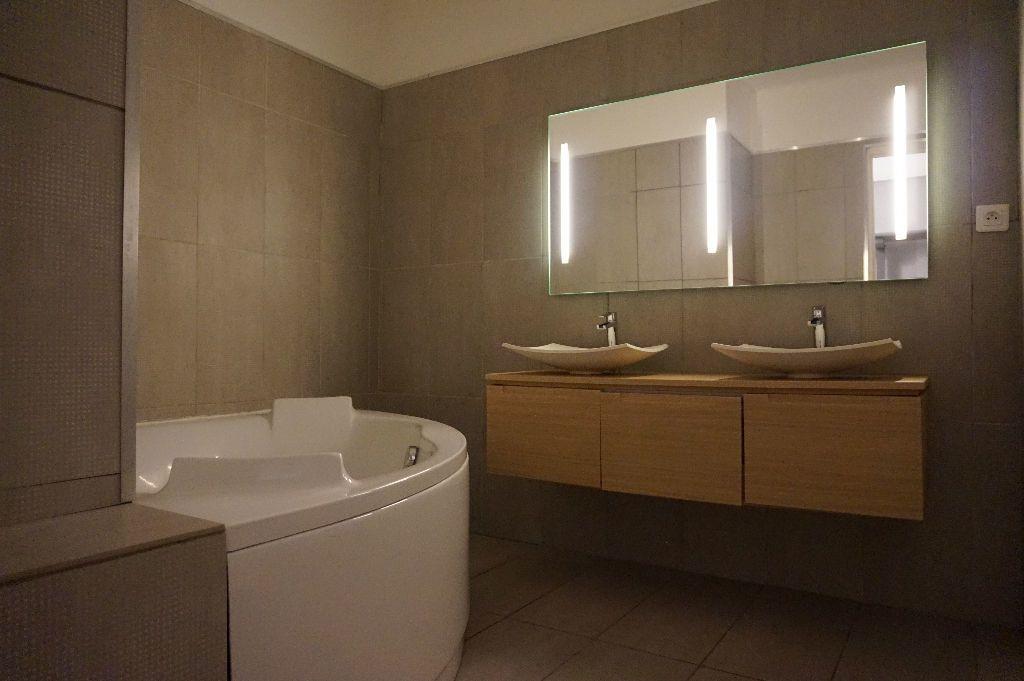 Appartement à louer 4 111.56m2 à Perpignan vignette-17