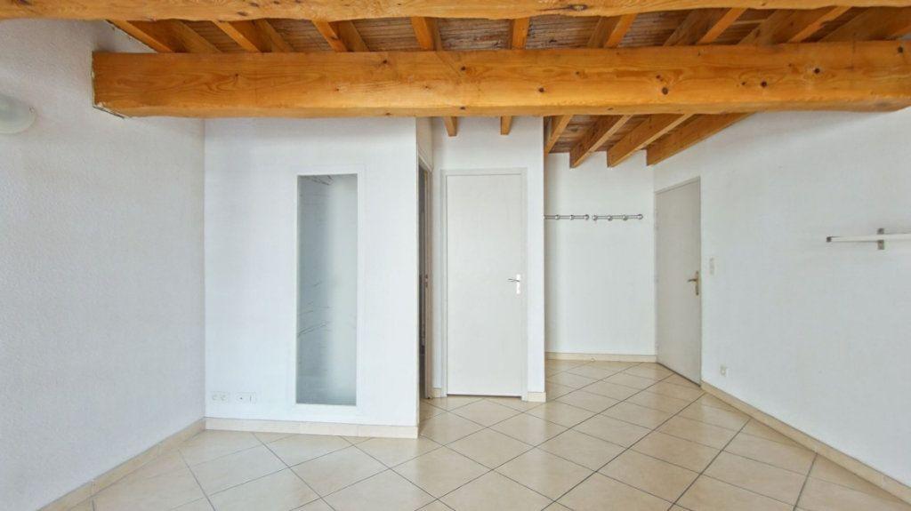 Appartement à louer 4 75m2 à Le Soler vignette-3