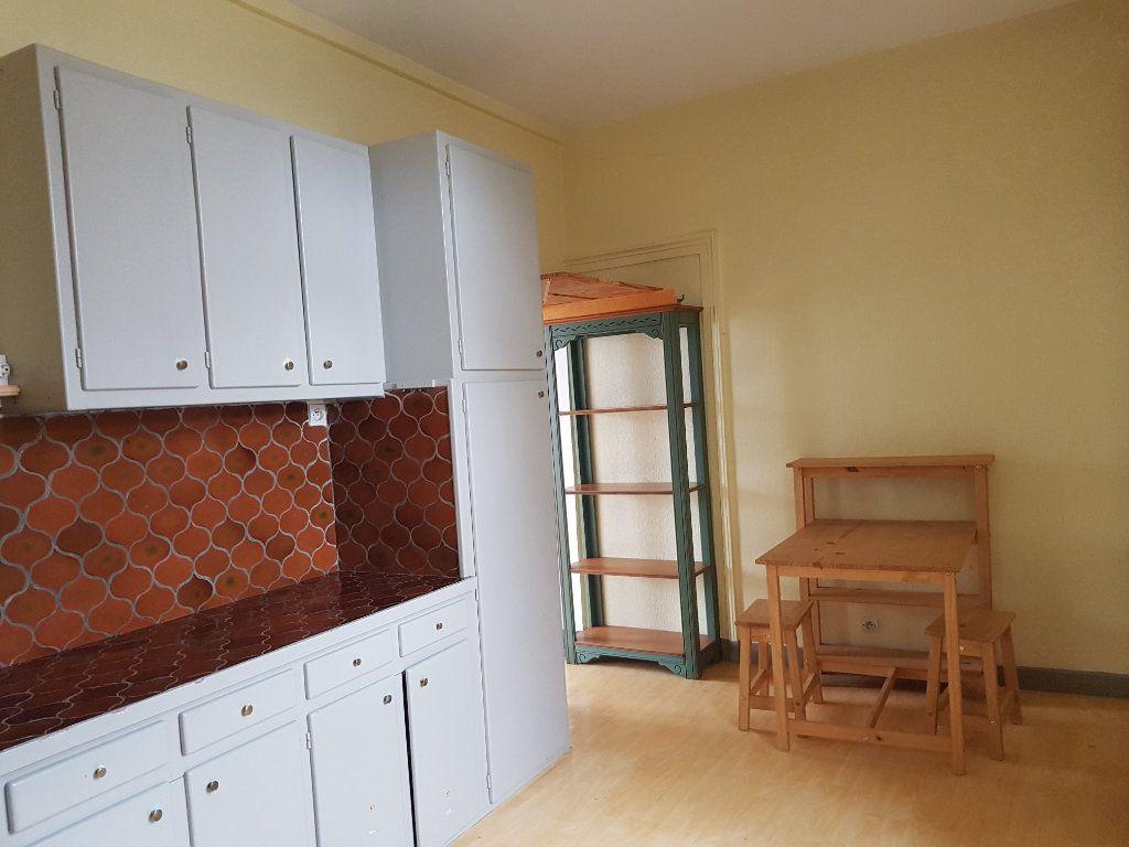 Appartement à louer 2 37m2 à Mamers vignette-2