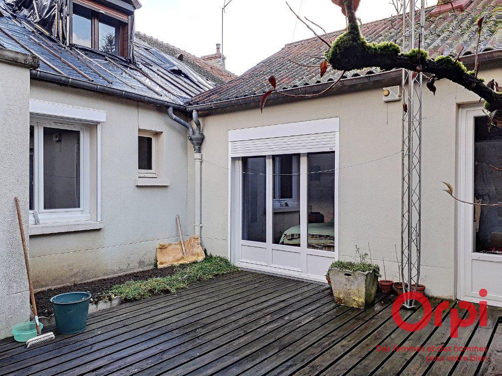 Maison à vendre 6 150m2 à Marolles-les-Braults vignette-5