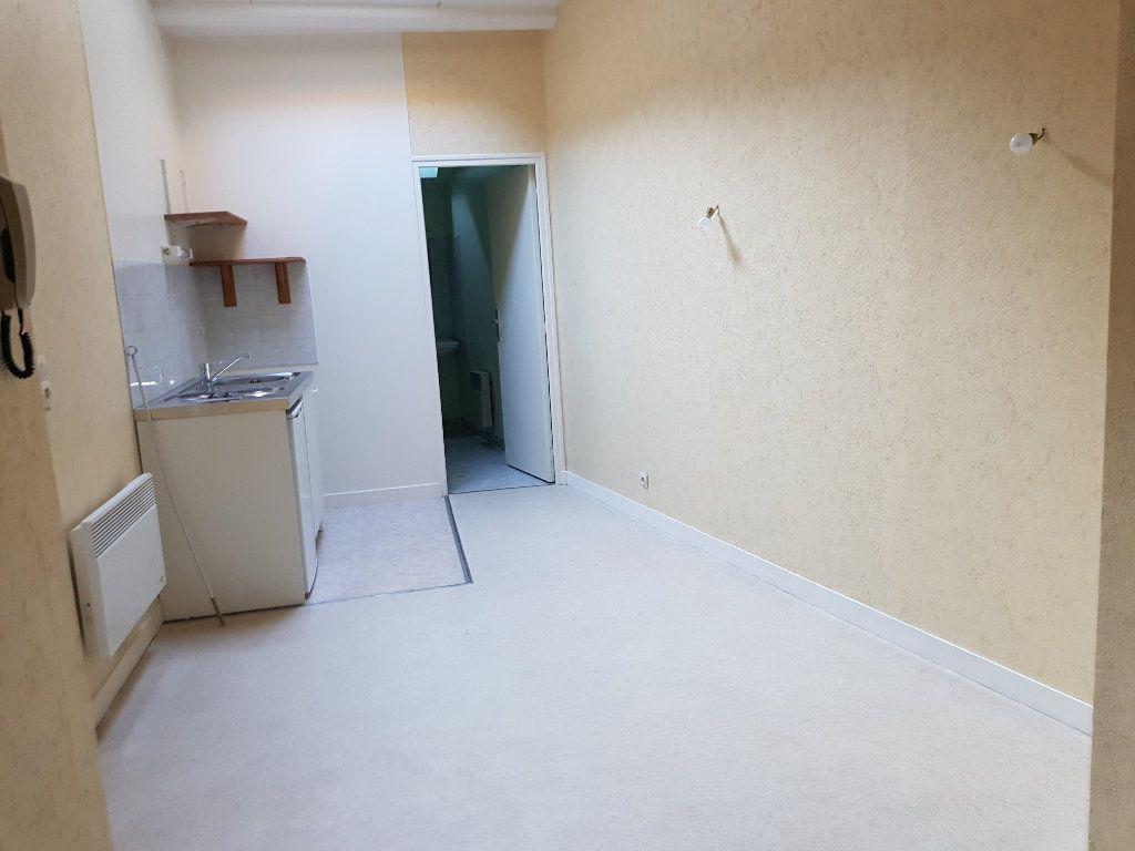 Appartement à louer 2 28m2 à Mamers vignette-1