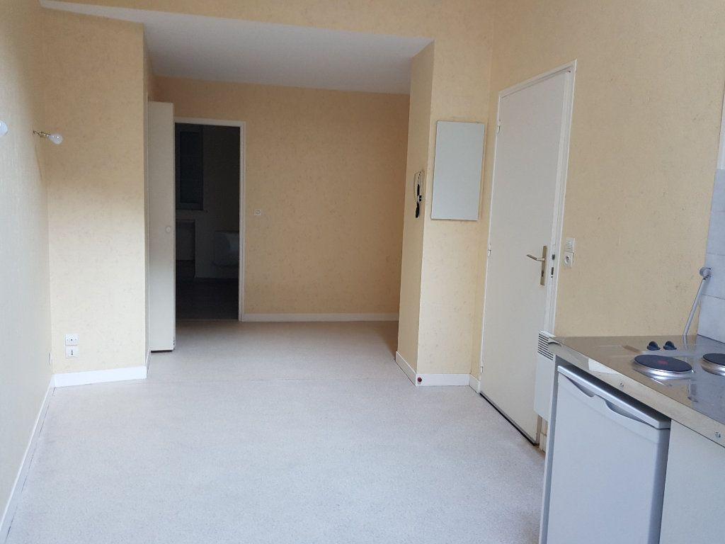 Appartement à louer 2 28m2 à Mamers vignette-2
