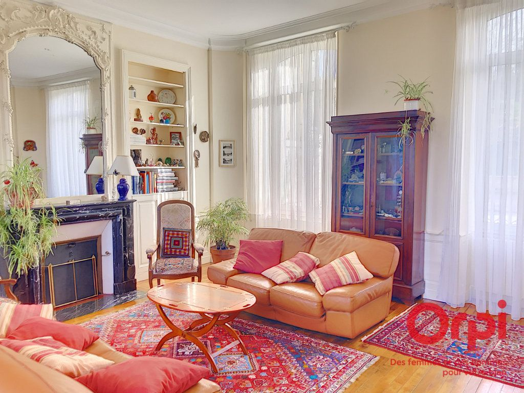 Maison à vendre 9 310m2 à La Ferté-Bernard vignette-6