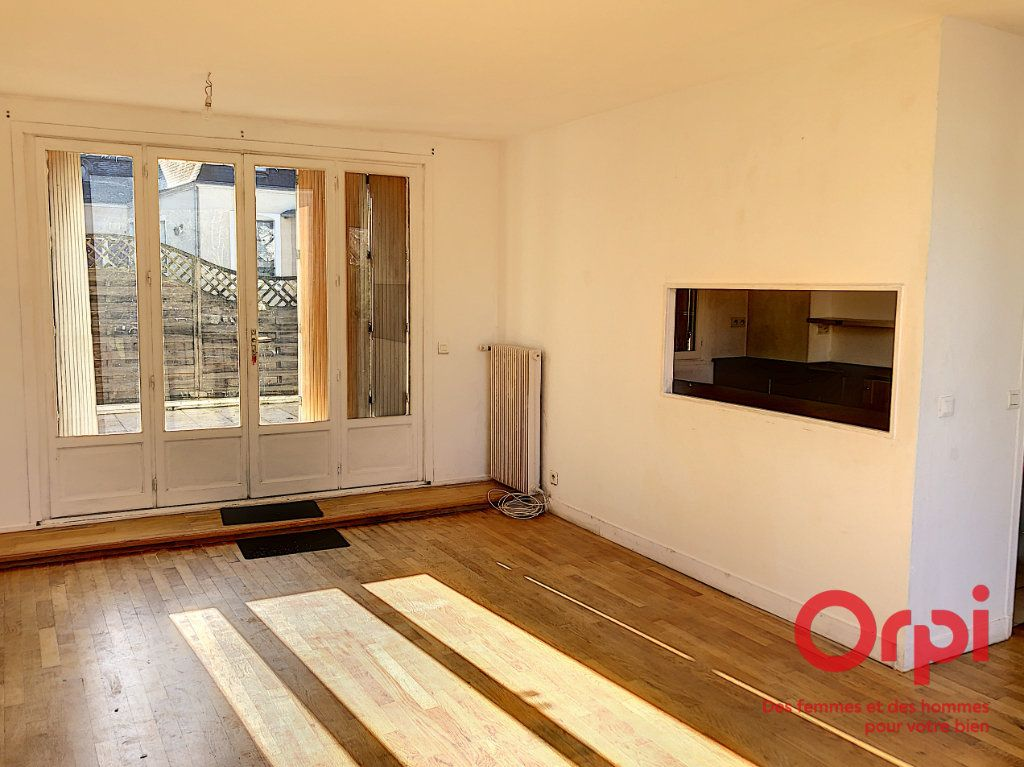 Maison à vendre 4 110m2 à La Ferté-Bernard vignette-1