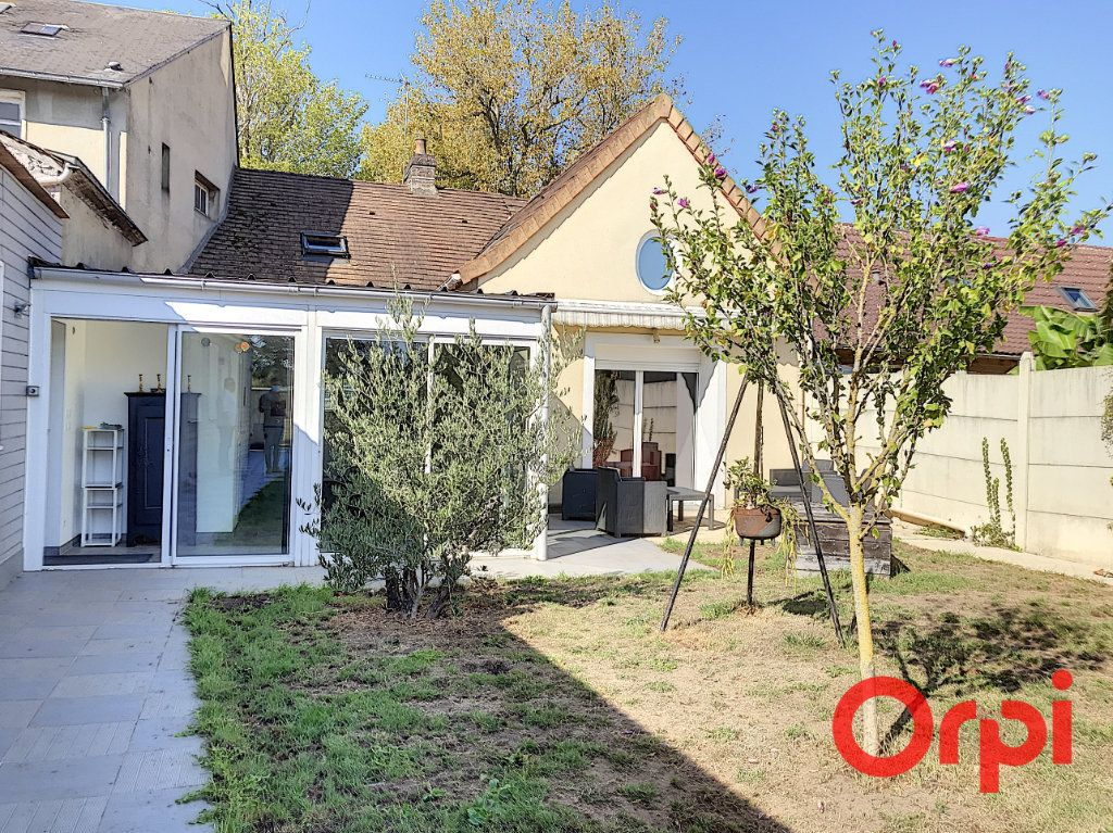 Maison à vendre 7 235m2 à Ruaudin vignette-1