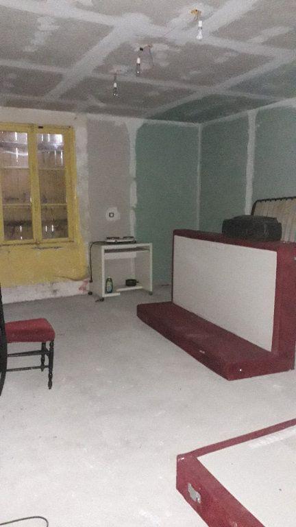 Maison à vendre 3 107m2 à Saint-Cosme-en-Vairais vignette-2