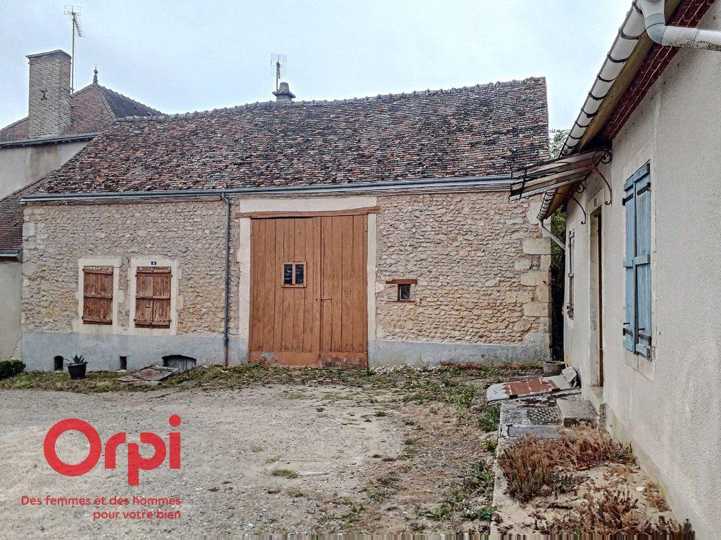 Maison à vendre 3 107m2 à Saint-Cosme-en-Vairais vignette-3