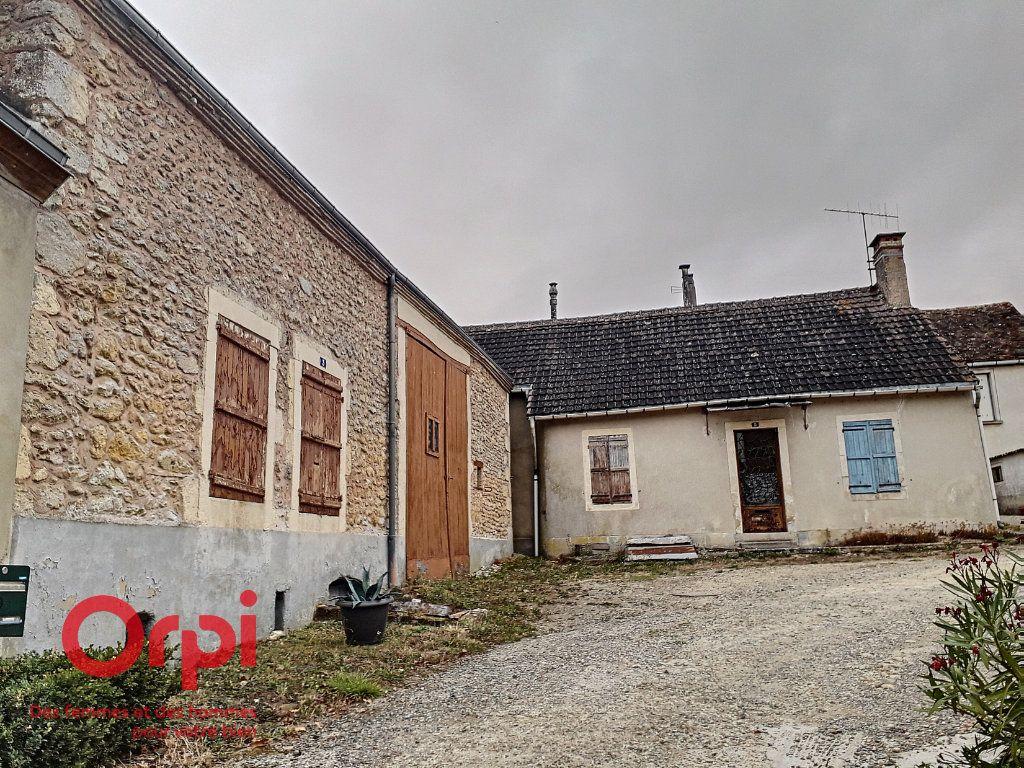 Maison à vendre 3 107m2 à Saint-Cosme-en-Vairais vignette-6