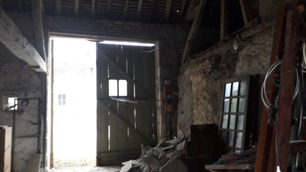 Maison à vendre 3 107m2 à Saint-Cosme-en-Vairais vignette-15