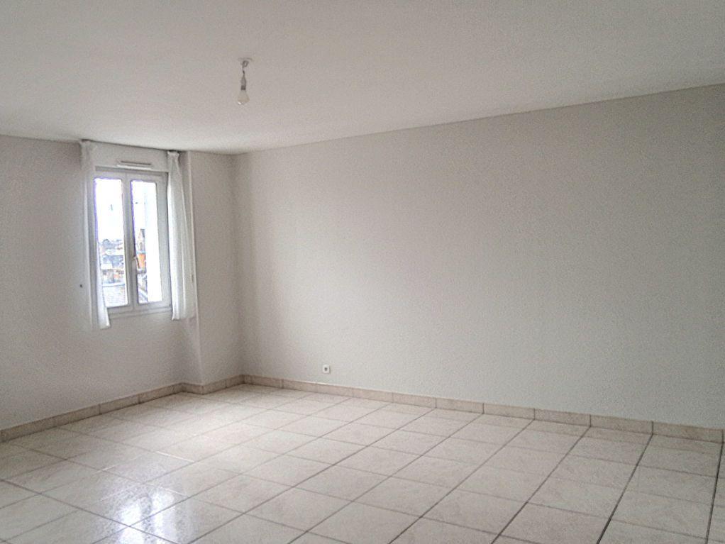 Appartement à louer 4 82.79m2 à Le Mans vignette-3