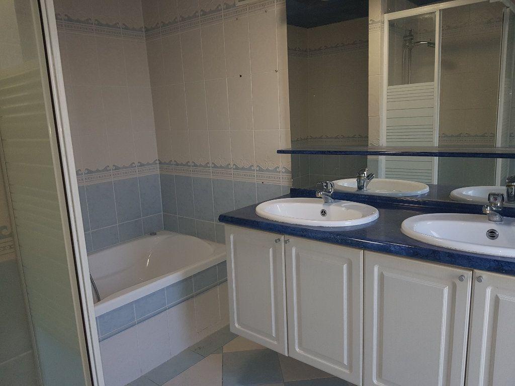 Maison à louer 5 109m2 à Aillières-Beauvoir vignette-8
