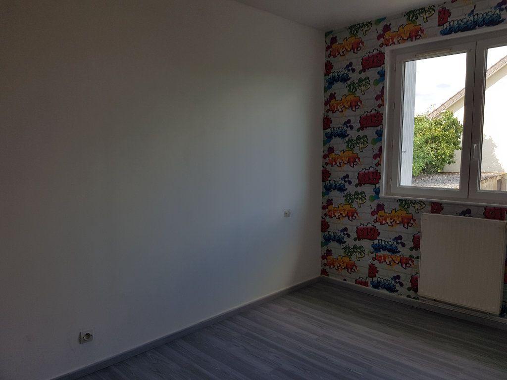Appartement à louer 5 65m2 à Fresnay-sur-Sarthe vignette-3