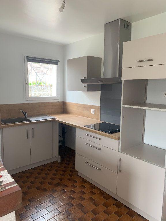 Appartement à louer 3 70.48m2 à Romorantin-Lanthenay vignette-2