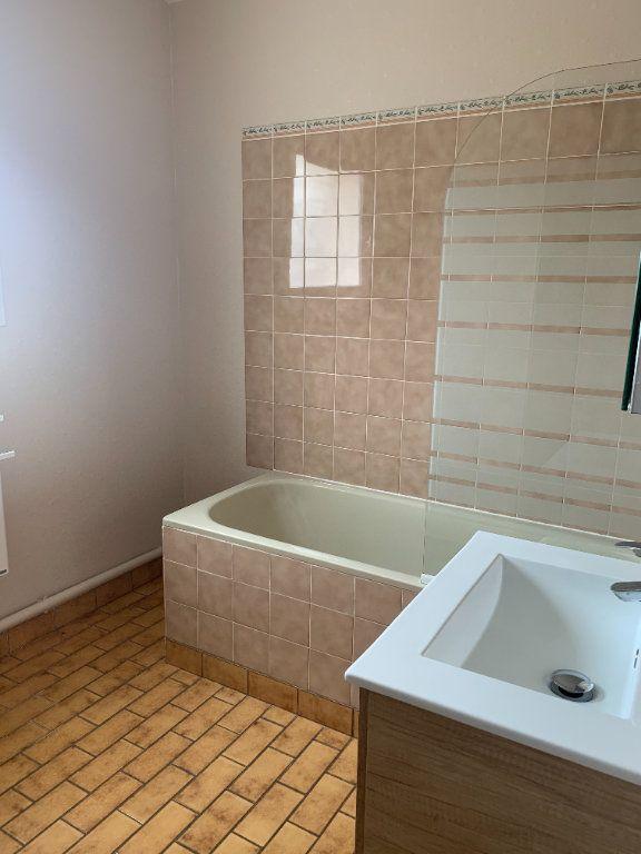 Appartement à louer 3 70.48m2 à Romorantin-Lanthenay vignette-9