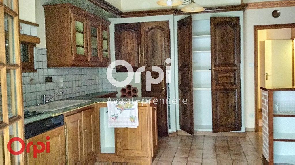 Maison à vendre 7 264m2 à Montmarault vignette-5
