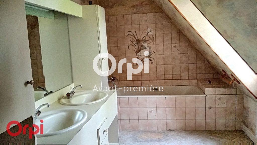 Maison à vendre 7 264m2 à Montmarault vignette-9