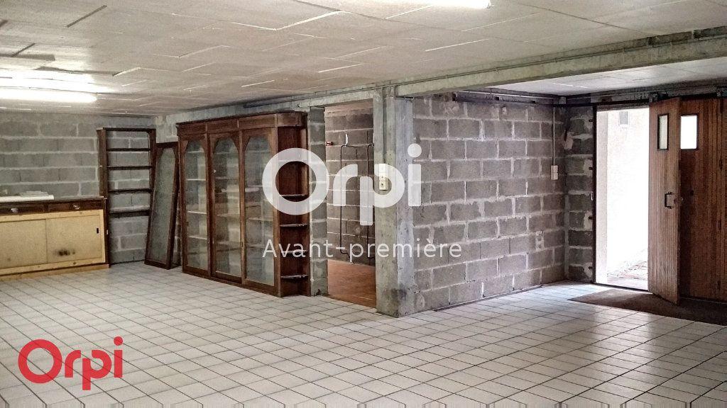 Maison à vendre 7 264m2 à Montmarault vignette-17