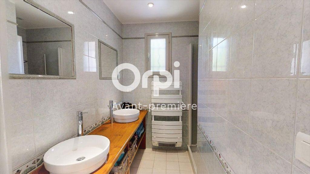 Maison à vendre 5 102m2 à Saint-Maximin-la-Sainte-Baume vignette-3