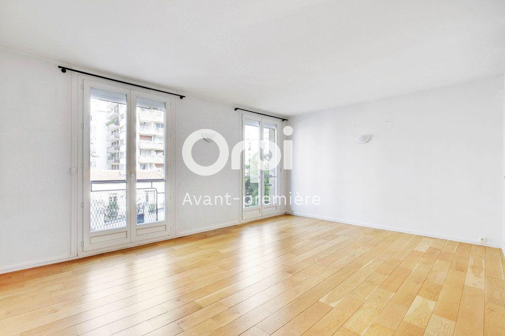 Appartement à vendre 3 61.1m2 à Paris 15 vignette-1