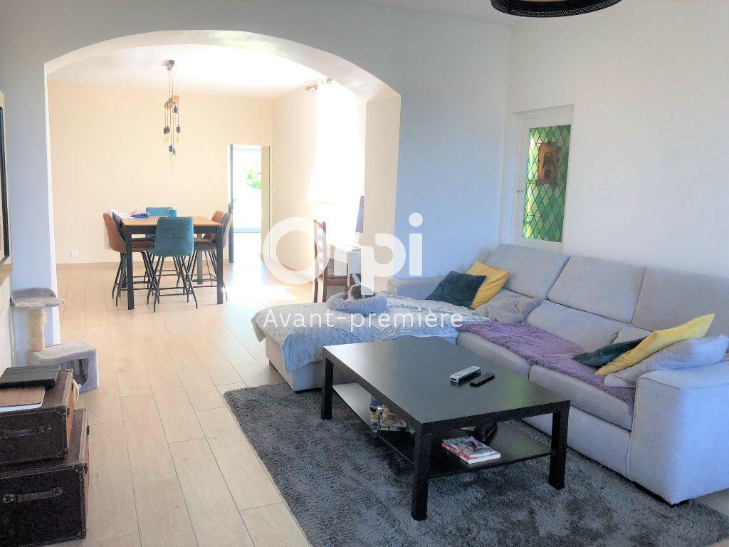 Maison à vendre 9 206.5m2 à Ambarès-et-Lagrave vignette-3