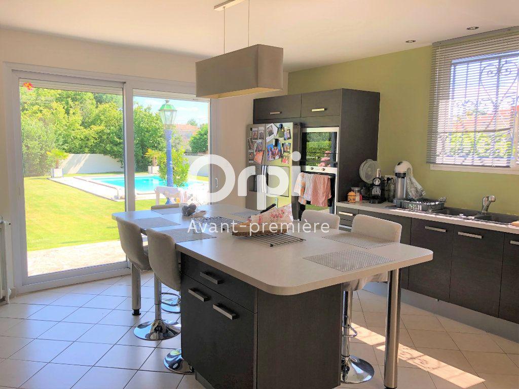 Maison à vendre 9 206.5m2 à Ambarès-et-Lagrave vignette-5