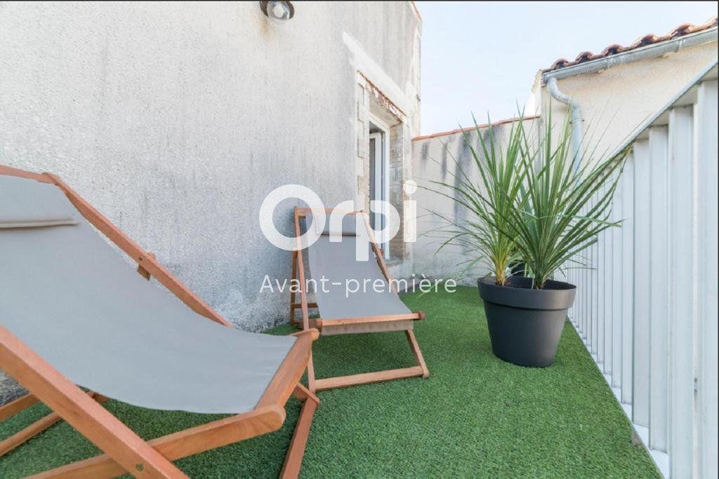Appartement à vendre 2 34m2 à La Rochelle vignette-1