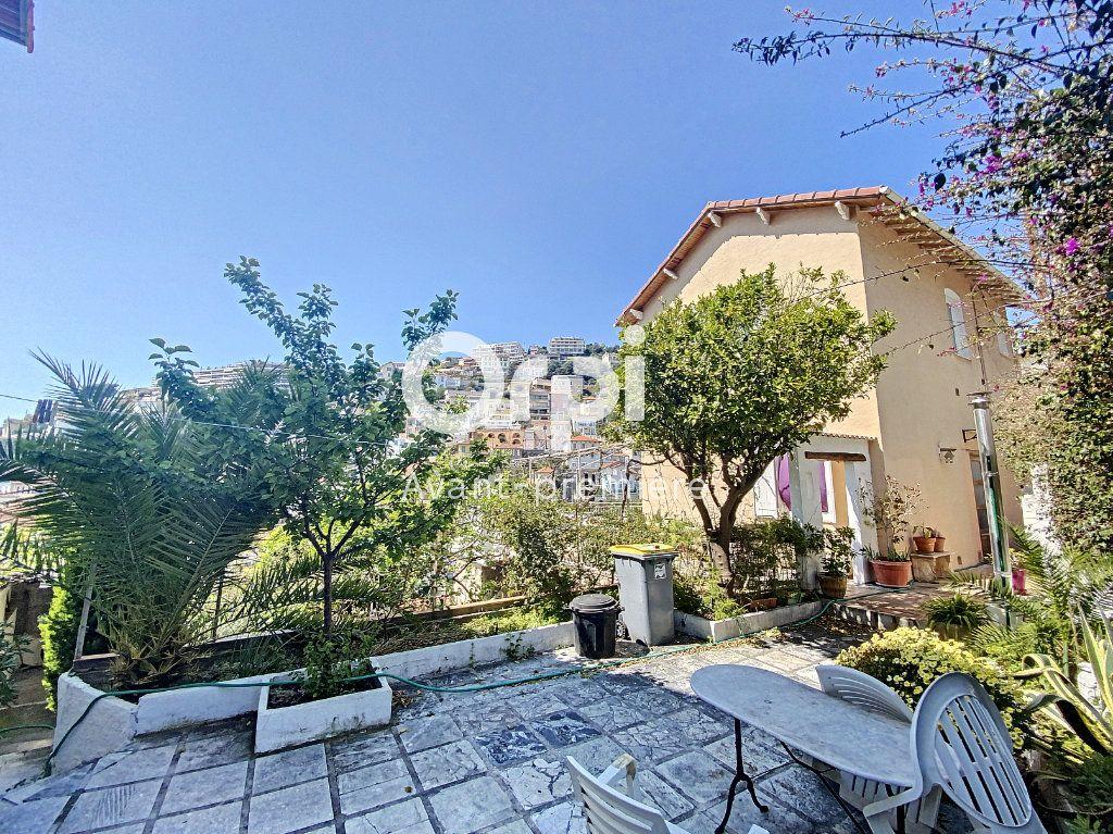 Appartement à vendre 4 135.88m2 à Nice vignette-9