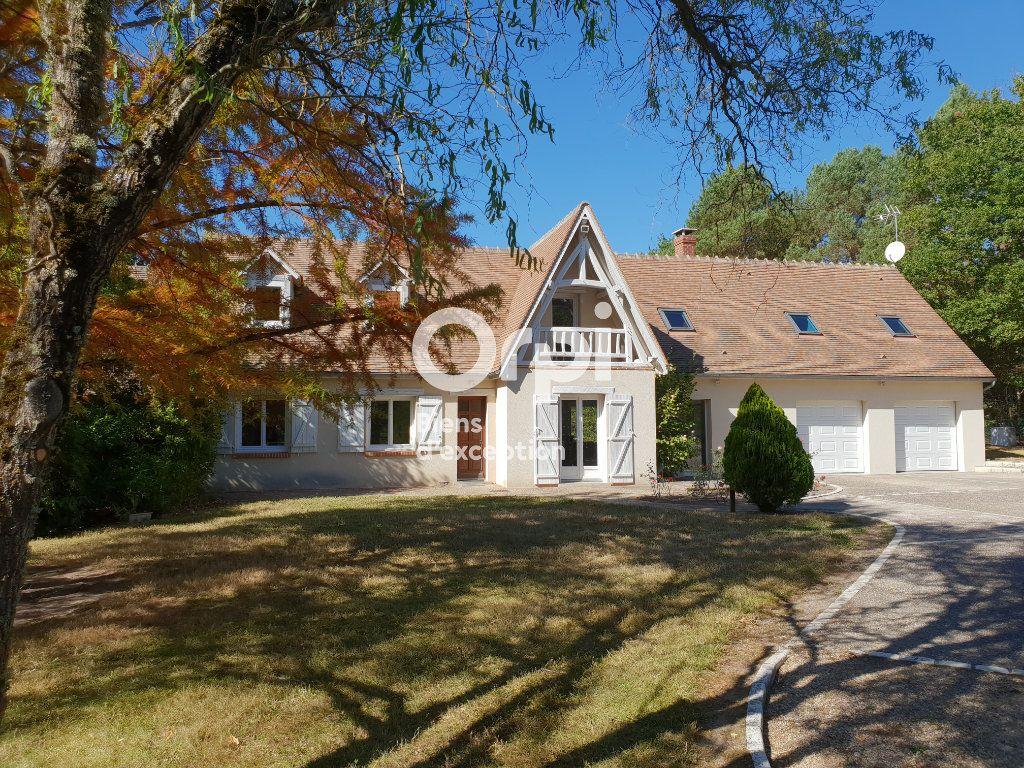 Maison à vendre 10 215m2 à Romorantin-Lanthenay vignette-1
