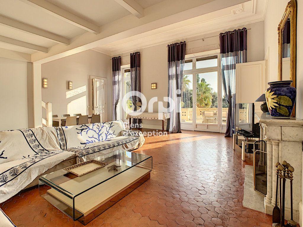 Appartement à vendre 6 217.06m2 à Cannes vignette-3