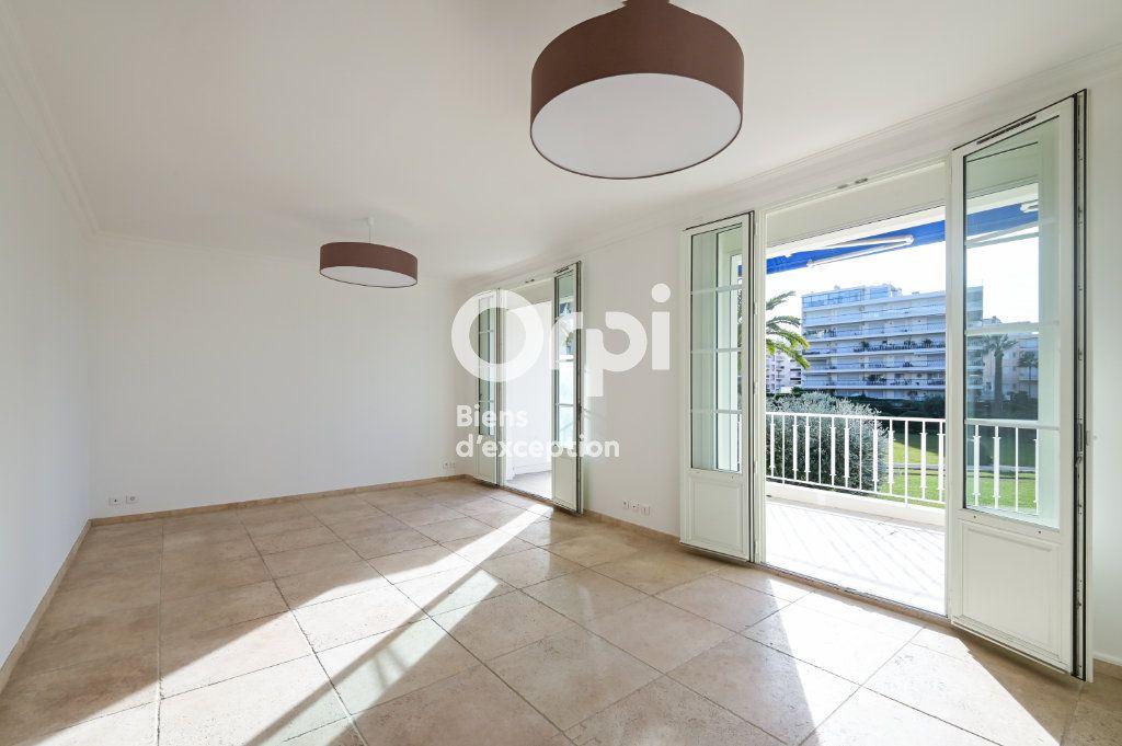 Appartement à vendre 4 107.79m2 à Cannes vignette-3